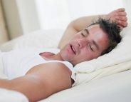 Dormir plus pour manger moins