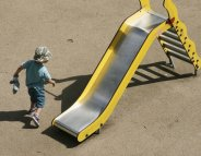 Aires de jeux : pour glisser et grimper en toute sécurité