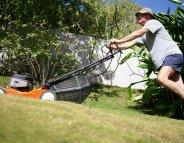 Tondre sa pelouse : un jeu d'enfant… avec précaution