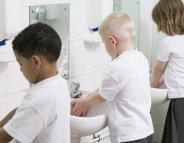 Bien se laver les mains : un jeu d'enfant