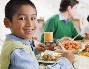 Repas de Noël : cuisinez avec les enfants
