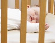 Une veilleuse dans la chambre de bébé ?