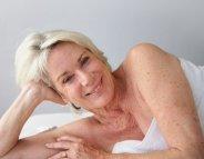 Belle peau après 60 ans : les meilleurs soins pour le corps