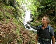 Zones tropicales : un voyageur sur deux rapporte des bactéries résistantes
