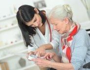 Alzheimer : un site d'information médicale pour soignants et aidants