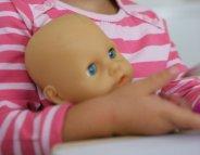 Jouets : une jolie poupée pour Bébé