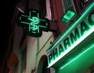 Plus de pharmaciens… mais moins de pharmacies !