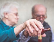 Maladie d'Alzheimer : les aidants au premier plan