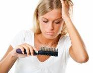 Chute de cheveux : limitez la casse après l'accouchement