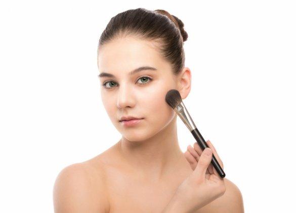 Comment camoufler des cicatrices d'acné?