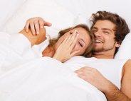 Rire au lit : est-ce possible ?