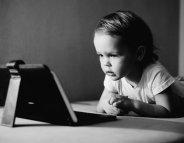 Surexposés aux écrans, les enfants semblent autistes ?