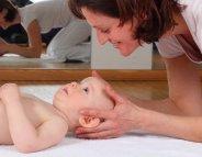 Nouveau-né : comment prévenir la tête plate ?