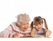 Arrière-grands-parents : entre fascination et sensibilisation au grand âge