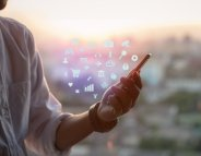 Déficience visuelle profonde : une appli donne accès aux jeux de société