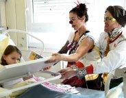 Clowns à l'hôpital : rires, poésie et rêverie pour les enfants (vidéo)