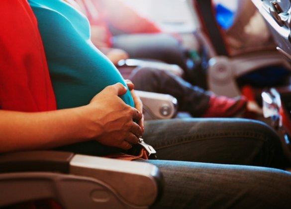 Grossesse en vacances: des précautions pour les voyages en avion