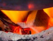 Cuisiner au charbon ou au bois augmente la mortalité cardiovasculaire