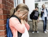 Inégalités : les filles plus harcelées que les garçons