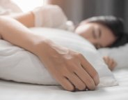 Dormir moins de 6 heures augmente le risque cardiovasculaire