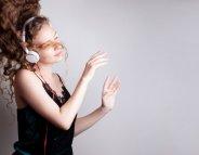 [vidéo] Casque audio, smartphone… : l'OMS propose des mesures pour protéger nos oreilles