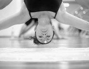 Le yoga bikram, coup de chaud sur une pratique discutée