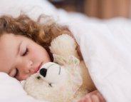 Sommeil de l'enfant : quantité et régularité