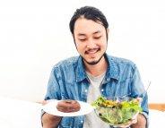 Pourquoi les jeunes hommes ne mangent pas assez de fruits et légumes ?