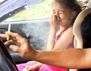 L'interdiction de fumer en voiture réduit bien le tabagisme passif des enfants