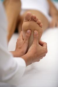 Pour le plus grand bonheur de nos pieds, une petite séance de réflexologie plantaire ? ©Phovoir