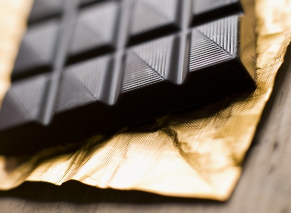 Le chocolat noir contient au moins 30% de poudre de cacao contre 20% dans le chocolat au lait. ©Phovoir