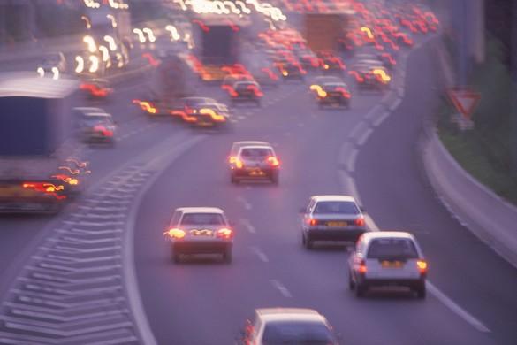 La multiplication du nombre de véhicules dans le parc automobile participe à largement à la pollution atmosphérique. ©Phovoir