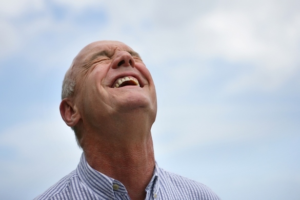 Le rire servirait d'exutoire inconscient aux impulsions agressives. ©Phovoir