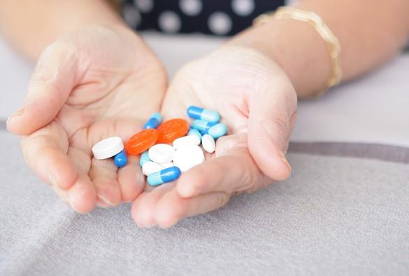 Ecraser ou ouvrir un médicament peut entraîner des effets indésirables graves. ©Phovoir