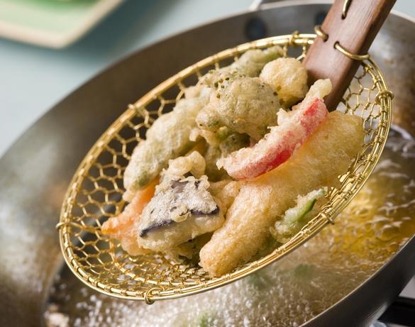 Réalisez de délicieuses tempura à l'aide de votre wok. ©Phovoir