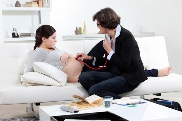 Une future maman de corpulence normale prend en moyenne 10 à 12kg. © Phovoir