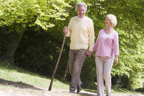 La marche est particulièrement indiquée contre l'hypertension artérielle. ©Phovoir.