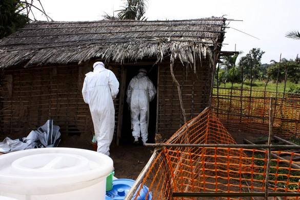De nombreuses personnes entrées en contact avec le virus Ebola vivent dans des zones difficilement accessibles. ©MSF