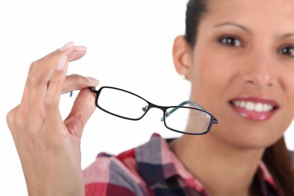 Selon le baromètre 2014 de l'ASNAV, la moitié des Français souffre de problèmes de la vision de près. ©Phovoir.