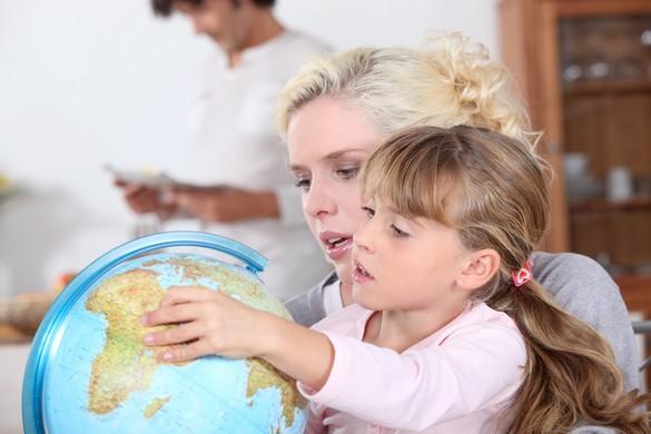 Même sans savoir lire, les enfants prennent plaisir à repérer leur destination. @Phovoir