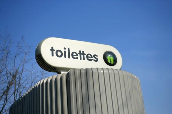 Certains WC publics se nettoient automatiquement entre chaque usager. ©Phovoir