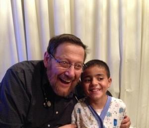 Le petit Mohamed en compagnie du Pr Rein à l'hôpital Hadassah de Jérusalem