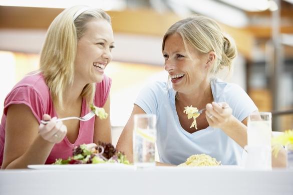 « Trois Français sur quatre avouent manger en trop grande quantité à l'occasion de dîners entre amis », Ifop/UPSA. ©Phovoir