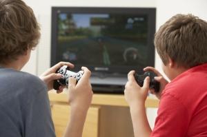 Au-delà de trois heures par jour passées sur la console, les jeunes « gamers » moins épanouis perdent en sociabilité. ©Phovoir.