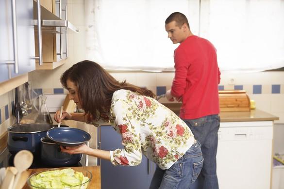 En cuisine, l'anosmique ne sent pas l'odeur des plats mijotés ni celles de… gaz, ce qui peut s'avérer dangereux. ©Phovoir