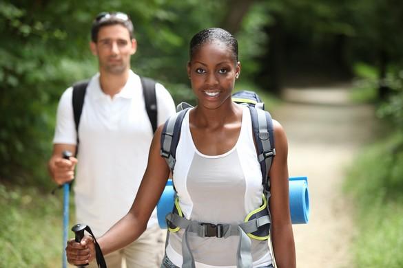 La marche nordique est excellente pour améliorer la capacité respiratoire. ©Phovoir