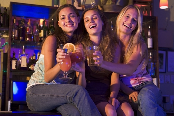En moyenne les adultes de 15 ans et plus consomment 12 litres d'alcool chaque année. ©Phovoir