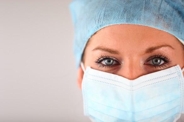 Le port d'un masque de protection fait partie des mesures de protection recommandées aux professionnels de santé en présence d'un cas suspect d'Ebola. ©Phovoir