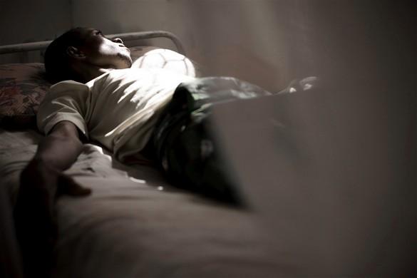 Un patient atteint de tuberculose dans un hôpital somalien. ©Siegfried Modola/MSF