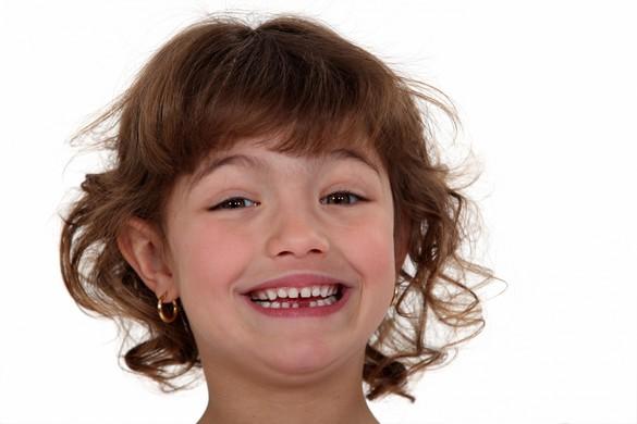 L'idéal est d'attendre que l'enfant demande de lui-même à avoir les oreilles percées. ©Phovoir